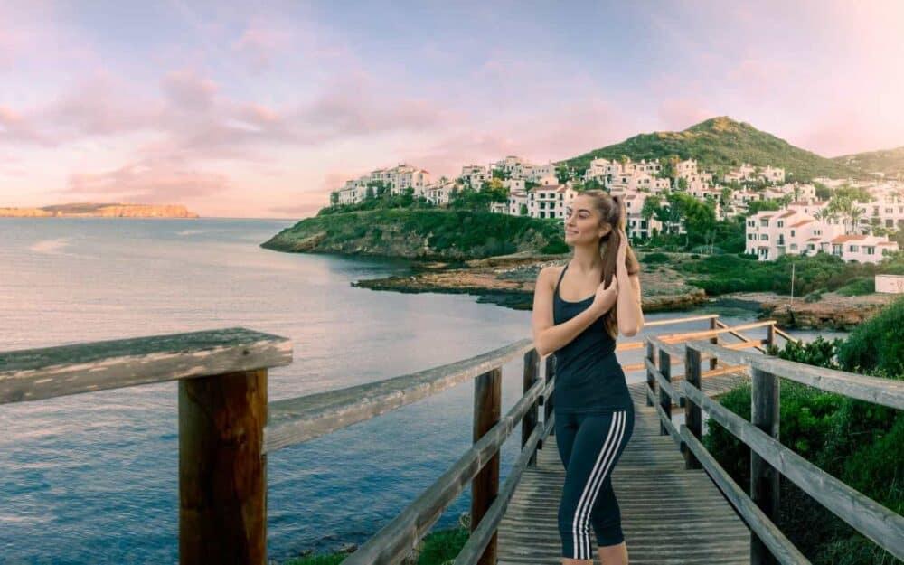 Runner-coast-menorca-active-lifestylephotographer