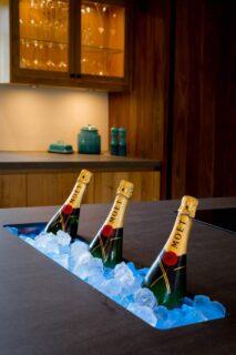 Champagne-on-ice-luxury-hotel-photographer
