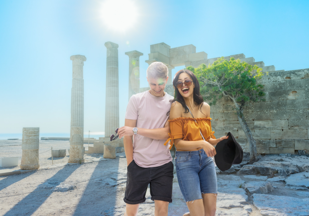Lifestyle-photography-young-couple-lyndos-acropolis