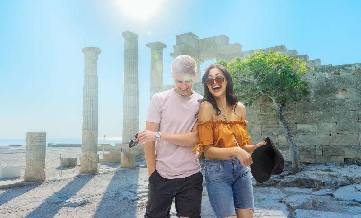 Lifestyle-photography-young-couple-lyndos-acropolis