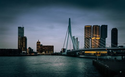 Misty-rush-hour-traffic-bridge-rotterdam-holland-professional-vacation-photographer