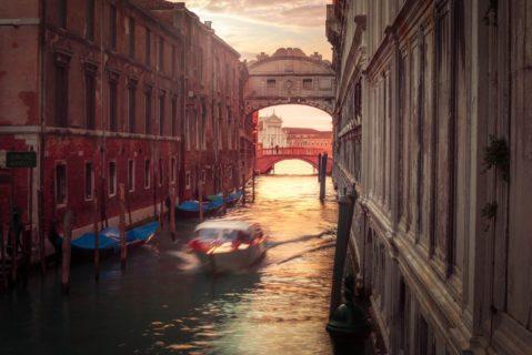 Vacation-photographer-motoscafi-taxi-bridge-of-sighs-venice