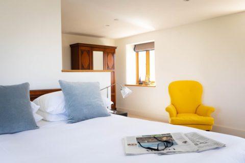 Luxury-hotel-photographer-bedroom