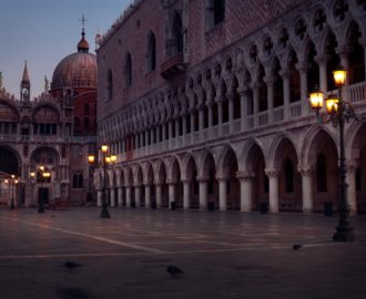 Travel-and-tourism-photography-st-marks-square-at-dawn