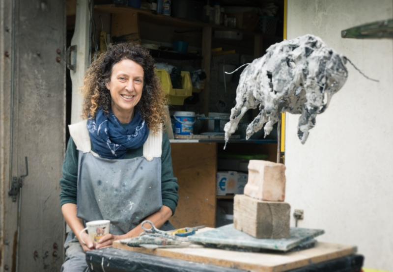 Melanie-deegan-sculpter-closeuo-langport