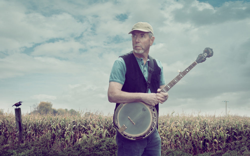 Banjo-player-maize-field